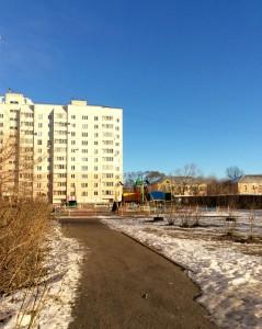 Двор дома по улице Омская 134